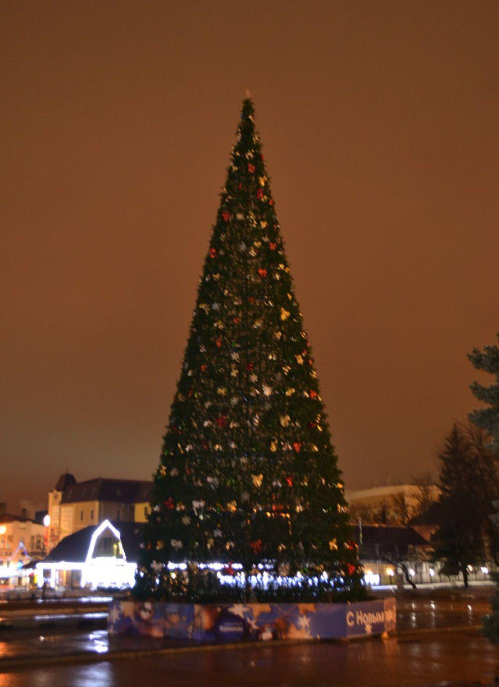Главная елка Пензы на Фонтанной площади.