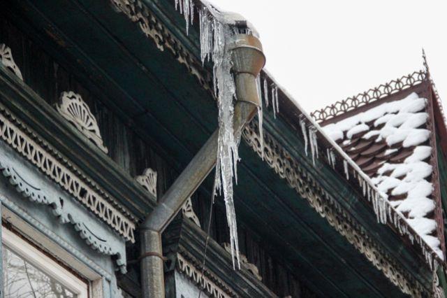 Аномально теплый декабрь делает крыши домов опасными