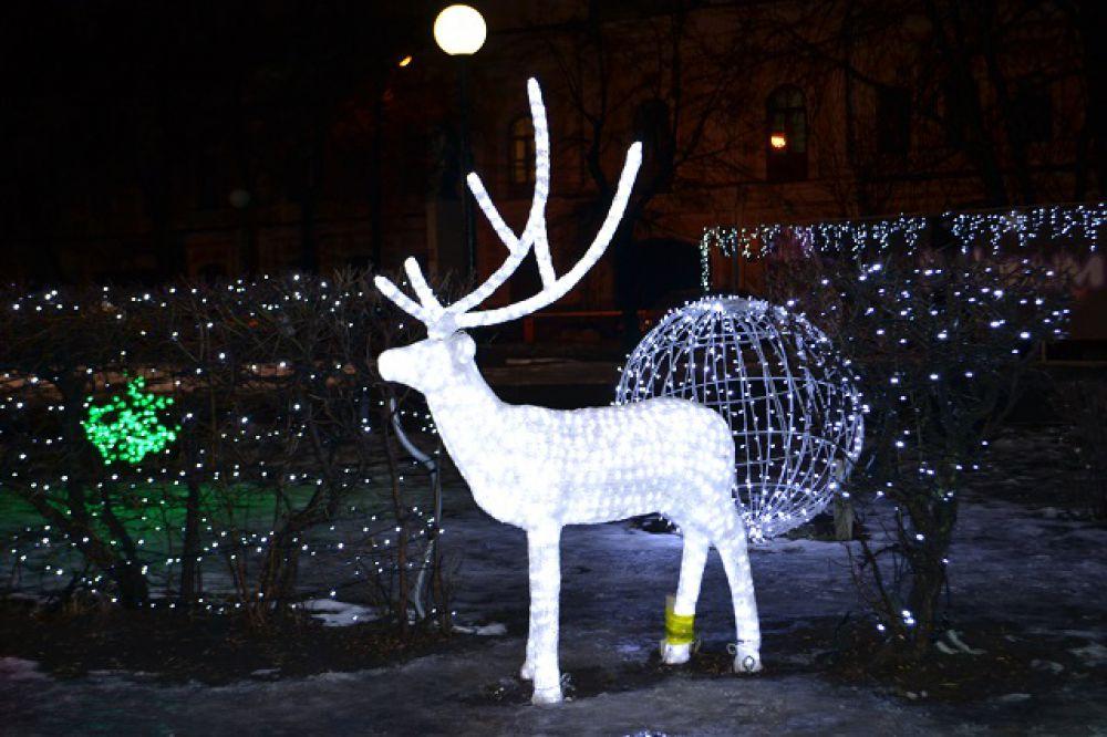 Серебряный олень в сквере Дениса Давыдова.