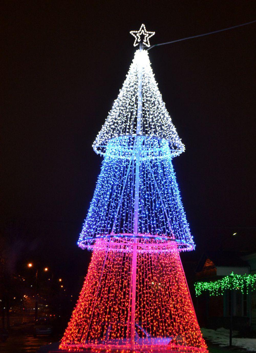 Самая патриотическая елка.