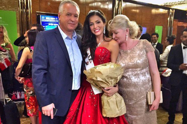 Папа и мама Софии Никитчук возглавили на конкурсе группу её поддержки.