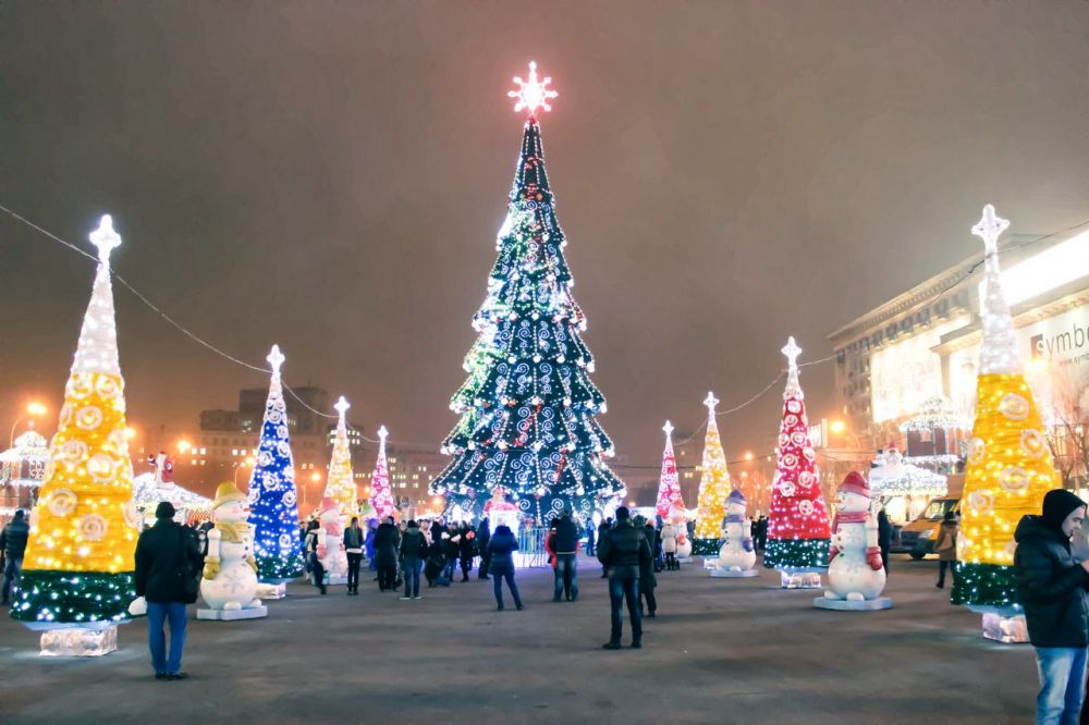В Харькове на площади Свободы появилась самая высокая новогодняя елка в Украине