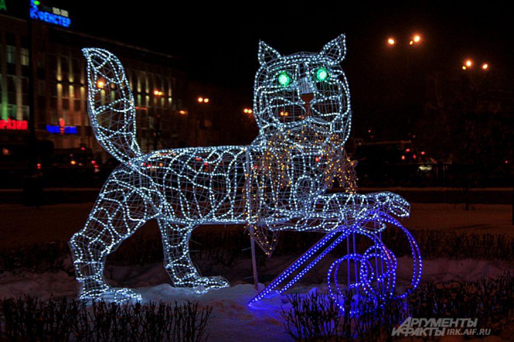 В сквере Кирова можно найти вот такого светящегося бабра, который является символом Иркутска.