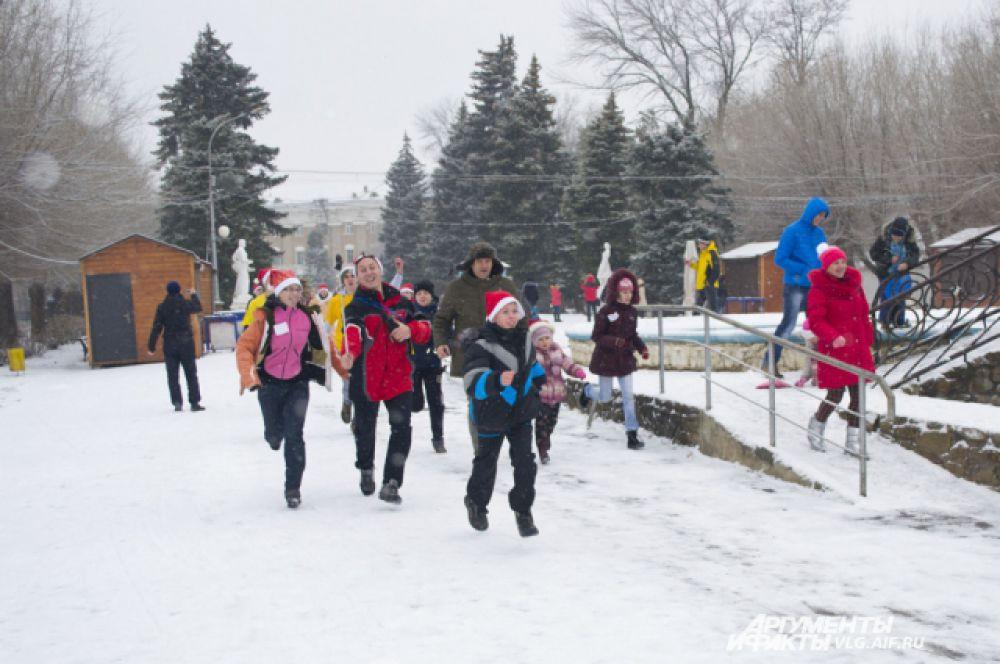 Ощутить приближение праздника волгоградцы смогли 19 декабря, когда утром на улице лежал снег.