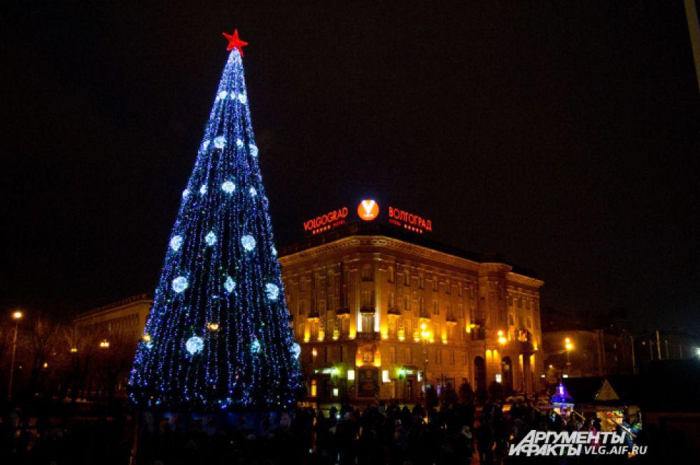 В Новый 2015-й год волгоградцы будут встречать с новой елкой.