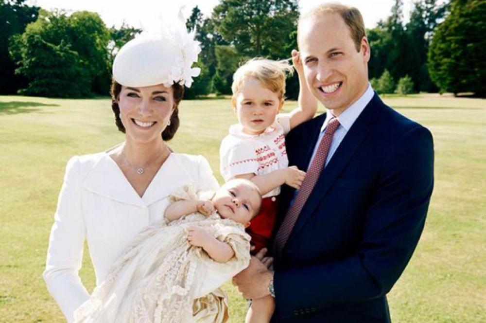 2 мая на свет появилась Шарлотта Елизавета Диана – дочь Уильяма и Кэтрин, герцога и герцогини Кембриджских. У девочки есть старший брат – Джордж Александр Луи, принц Кембриджский, родившийся в 2013-м.