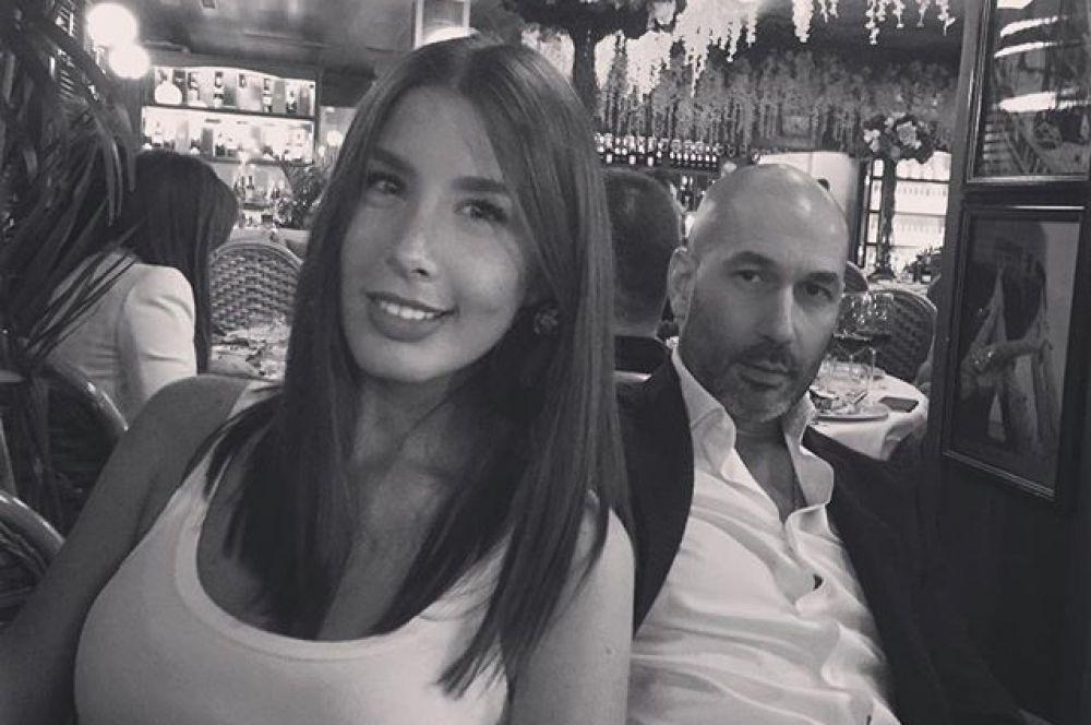 15 июня впервые стали родителями певица Кети Топурия и бизнесмен Лев Гейман. У пары родилась дочь, которую решили называть Оливией.