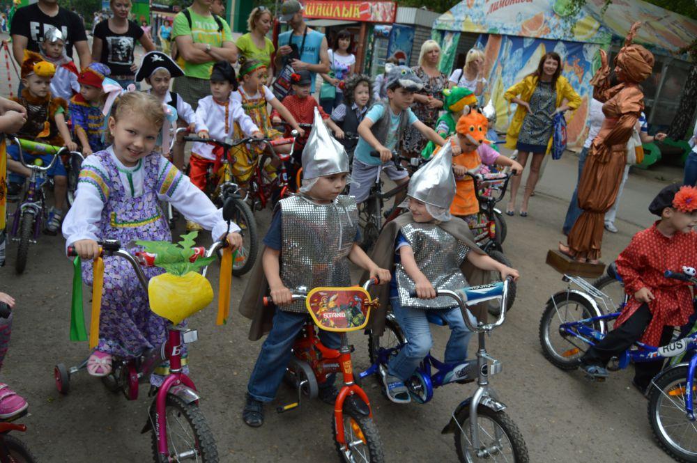 Ирина Герасимова (на фото). Детский велоконкурс сказочных героев, проходил этим летом в парке «Лесная сказка»
