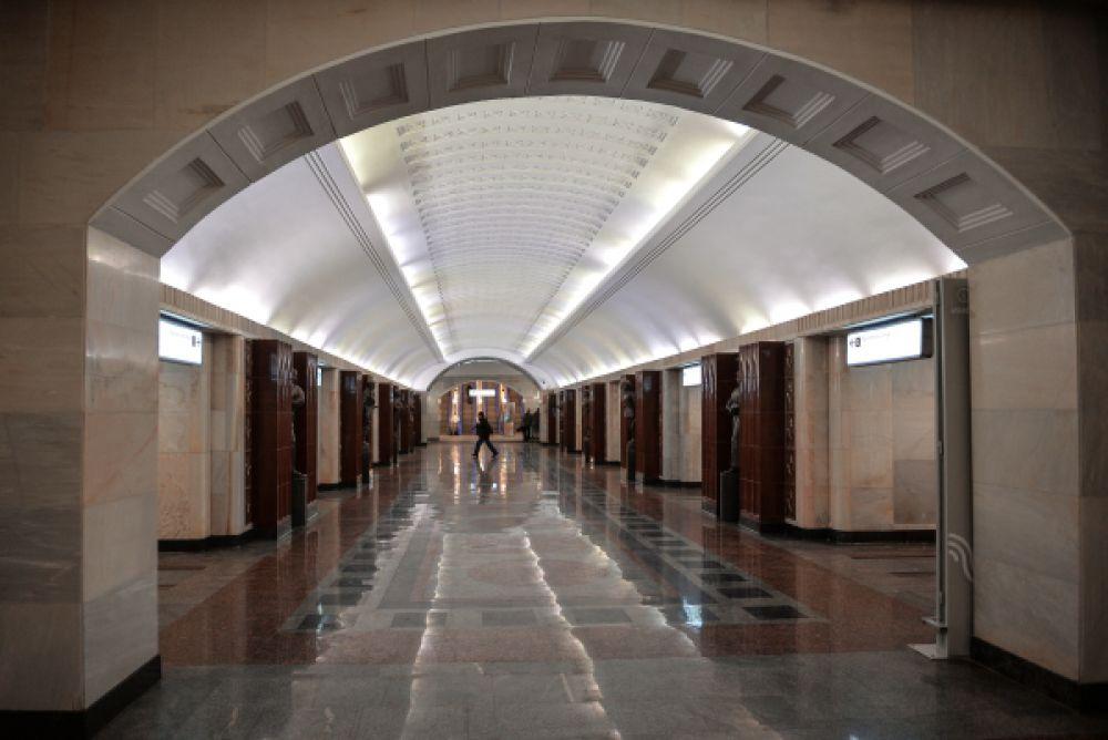 Станция «Бауманская» Арбатско-Покровской линии Московского метрополитена, открывшаяся после капитального ремонта.