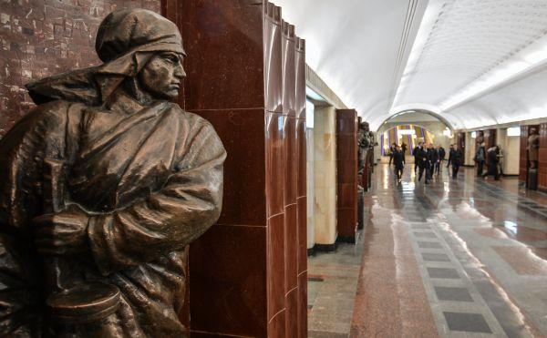 Фигура солдата на станции «Бауманская», открывшейся после ремонта.