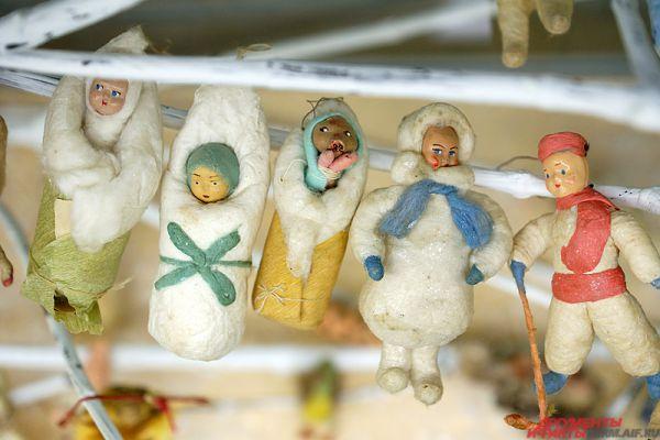 Особый интерес представляют советские новогодние украшения.