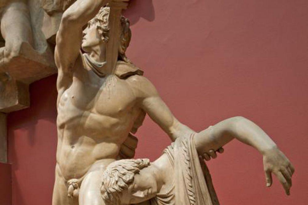 А скульптура «Галл, убивающий себя и свою жену» и вовсе звучит неприемлемо, так как нарушает закон, демонстрируя способ убийства и самоубийства.