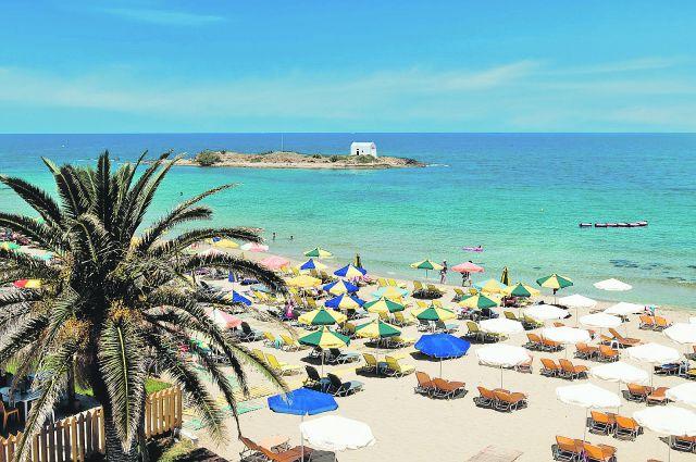 Многие сибиряки уже привыкли отдыхать на жарких пляжах