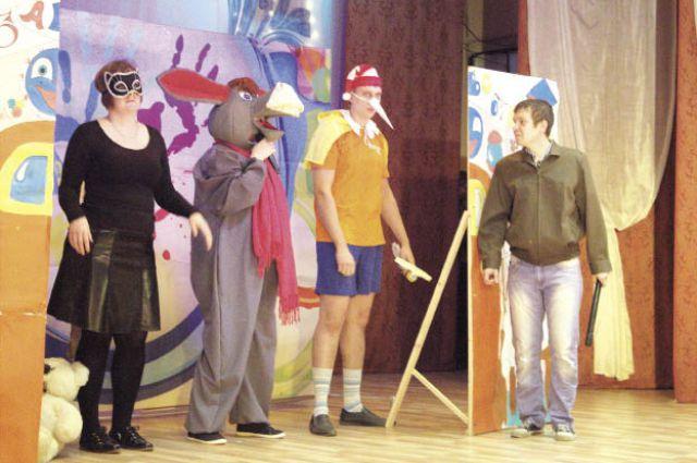 Веселые шутки и оригинальные костюмы: все пять команд старались перещеголять друг друга во всём.