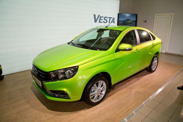 Российским покупателям седан Vesta будет предлагаться в трех комплектациях.#VESTASTART #VESTATEST #LADA #VESTAVBRYANSKE