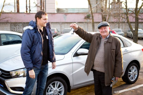 Первым обладателем нового автомобиля стал Сергей Гришин.#VESTASTART #VESTATEST #LADA #VESTAVBRYANSKE