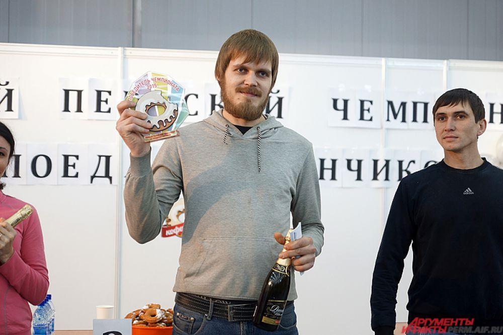 Как итог – победителем стал Роман Двинянинов, «проглотивший» 17 пончиков.