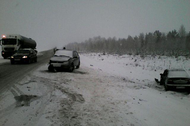 На трассах под Новосибирском произошло сразу несколько крупных ДТП