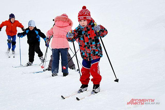 Зимние каникулы – это игра в снежки, валяние снеговиков во дворах и, конечно, активный отдых.