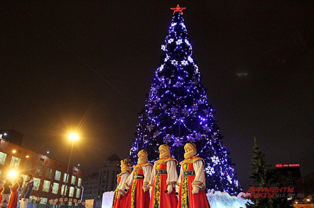 Зажёг ёлку в этом году не Дед Мороз, а Анатолий Локоть мэр Новосибирска.