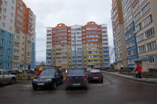 Новые дома в переулке Первостроителей «подмывают» канализационные стоки.