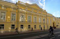 Фасад отреставрированного исторического здания Московского музыкального театра «Геликон-опера».