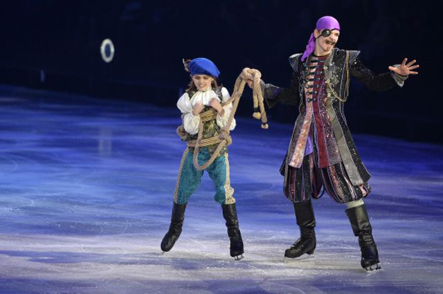 Выступление артистов на премьере ледового шоу «Синдбад и Принцесса Анна» в Москве.