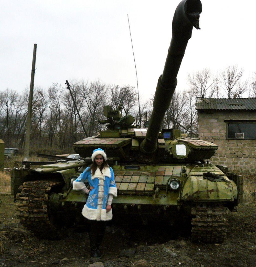 Снегурочка и танк ополченцев