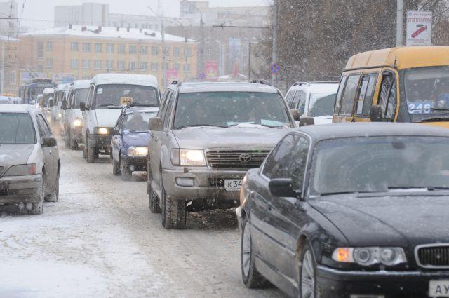 Перед новогодними праздниками движение на дорогах особенно