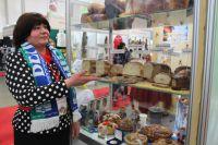 Надежда Копман из Белоярского привезла на выставку хлеб своего предприятия.