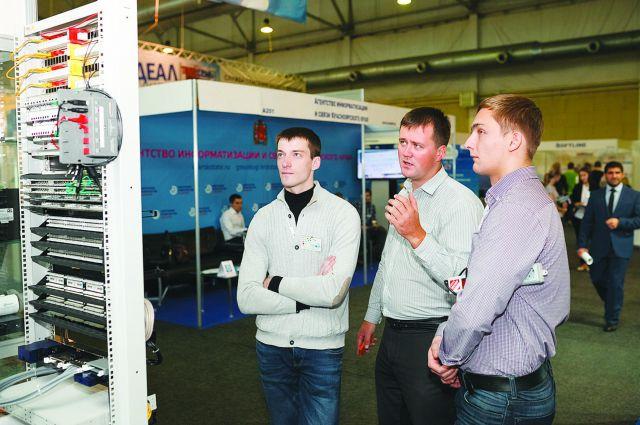 Омичи представляют свои изобретения на выставке в Красноярске.