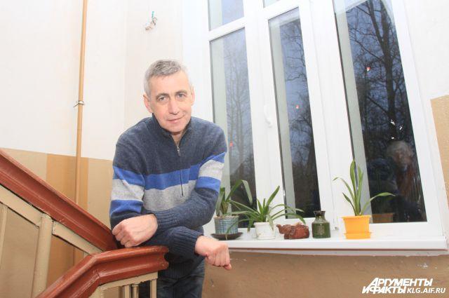 Местный житель Владимир Воронов: «Поменяли окна в подъезде - и стало теплее».