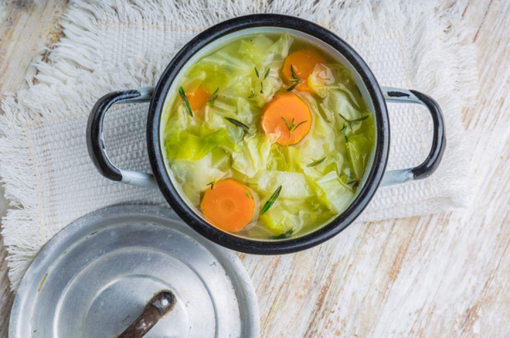 Суп. Щи, хаш, борщ. Любые супы на говяжьем и курином бульоне. Как, впрочем, и сами бульоны. Они помогают восстановиться слизистой желудка, содержат нужные аминокислоты, витамины и минералы.