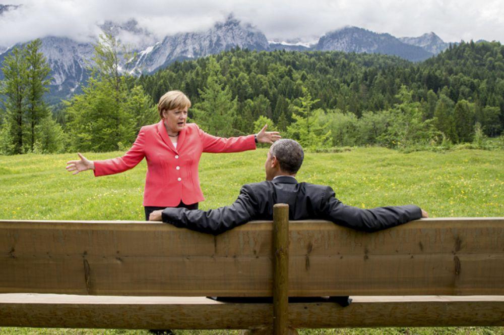 Канцлер Германии Ангела Меркель на встрече с президентом США Бараком Обамой в окрестностях замка Эльмау в Германии, где проходил саммит «большой семерки», 8 июня 2015 года.