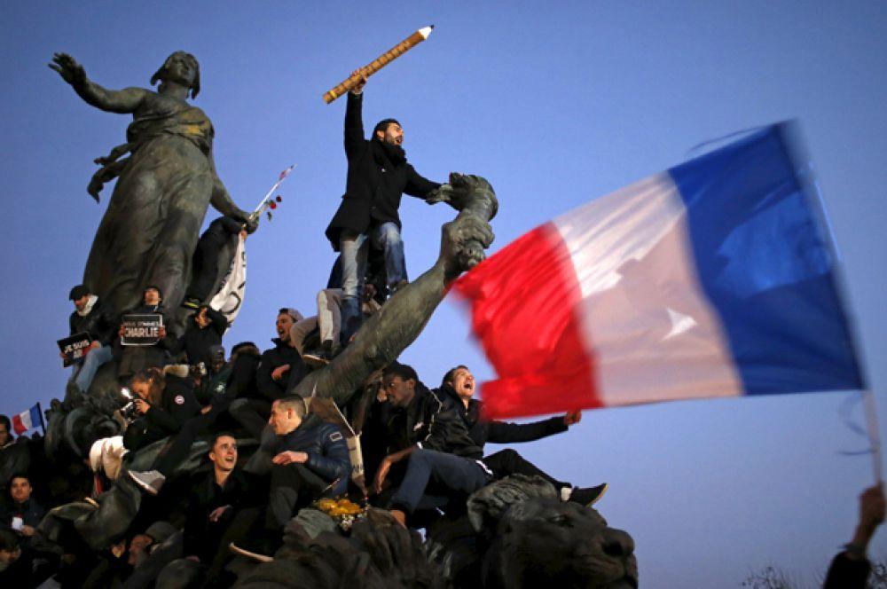 Марш единства на улицах Парижа после теракта в редакции Charlie Hebdo, 11 января 2015.