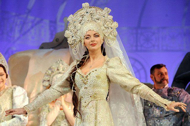 Марина Александрова (Кэтт) в сцене из спектакля «Джентльменъ» в постановке Евгения Каменьковича.