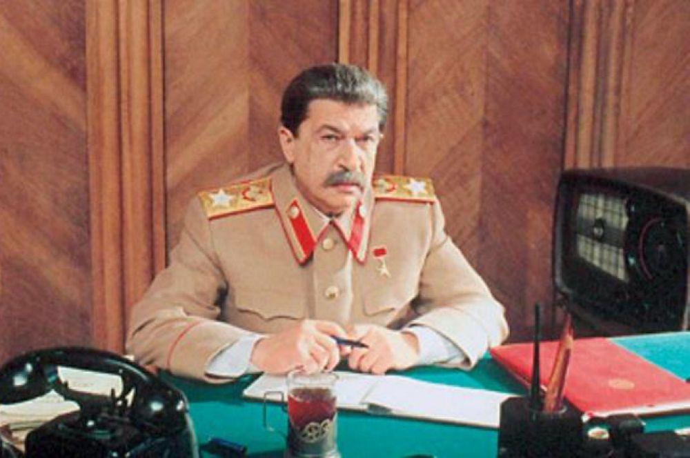 Игорь Кваша сыграл Сталина в многосерийном фильме «В круге первом» (2006) Глеба Панфилова по одноименному роману Александра Солженицына.