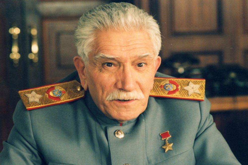 В сериале «Звезда эпохи» (2005) Юрия Кары  роль Иосифа Виссарионовича исполнил Армен Джигарханян.