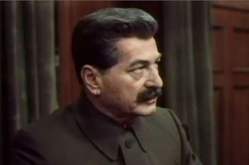 Арчил Гомиашвили сыграл роль отца всех народов в киноэпопее Юрия Озерова «Сталинград» (1989).