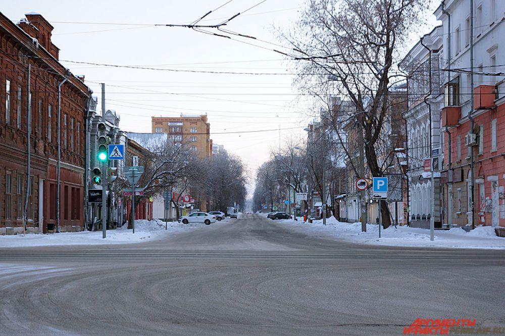 Пустые дороги и пешеходные тротуары – типичное явление для сонного утра 1 января после бурной новогодней ночи.