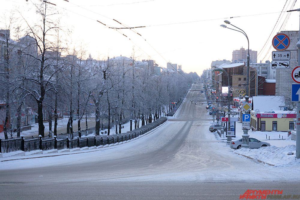Комсомольский проспект пустой.