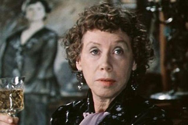 Евгения Ханаева в фильме «По семейным обстоятельствам», 1977 год.