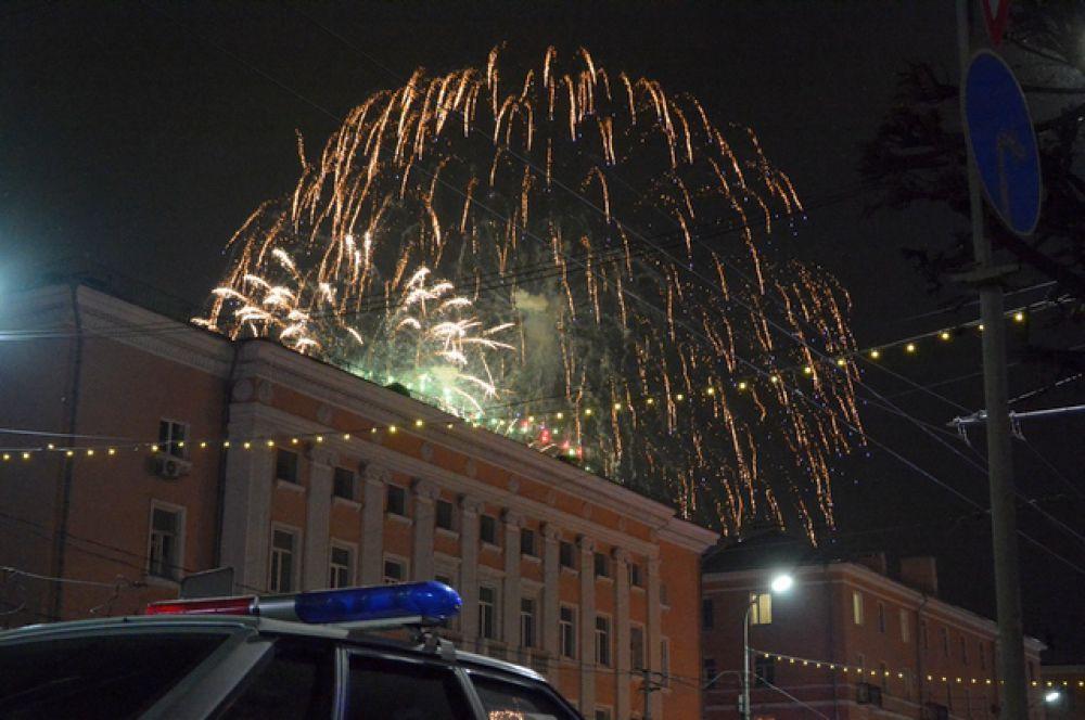 Фейерверк на площади Победы