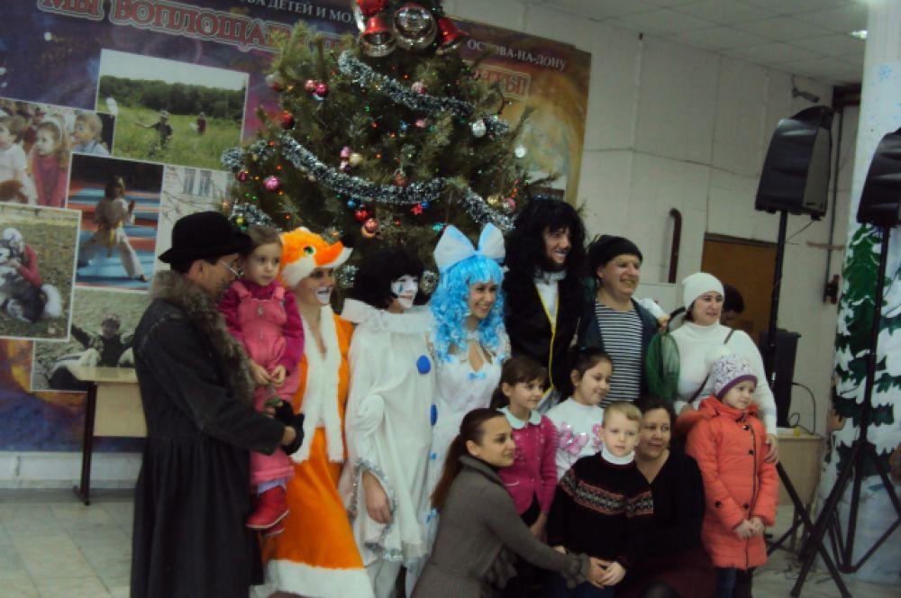 В этом году для детей разных возрастов подготовлены различные программы: «Скоро-скоро Новый год», «Репка», «Карабас-Барабас против Деда Мороза».