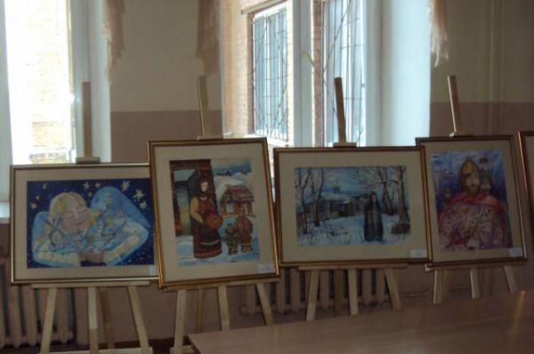 Каждый праздник традиционно состоит из трёх частей: выставки детского творчества, игр с аниматорами и театральной постановки.