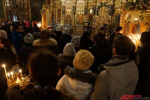 Стоит отметить, что сотрудники правопорядка усилили охрану церквей во время рождественских гуляний.