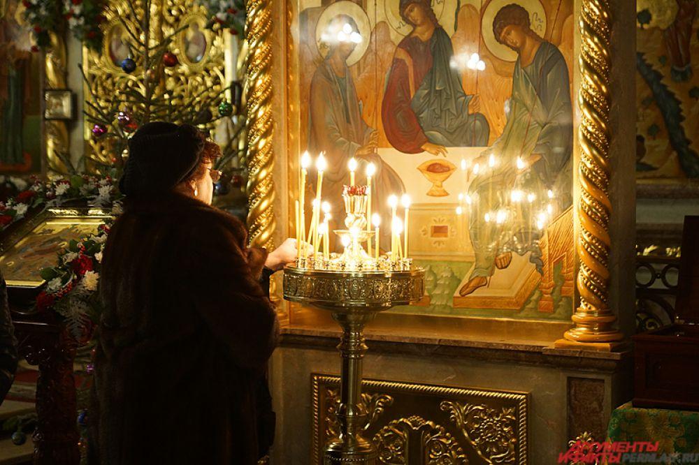 Верующие пермяки отмечают один из главных праздников православной церкви – Рождество Христово.