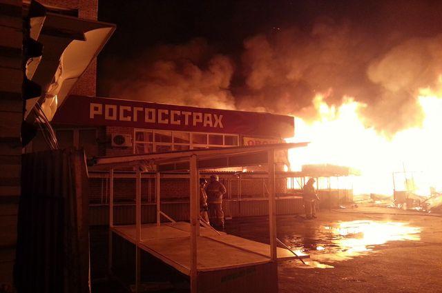 Так горел Первомайский рынок в 2012 году. К счастью, в этот раз ущерб не такой огромный.