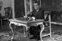 Президент Соединённых Штатов Америки Ричард Никсон во время выступления по Центральному телевидению. 1972 г.