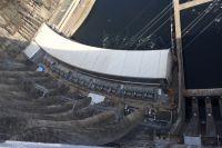 Плотина Саяно-Шушенской ГЭС (вид сверху).